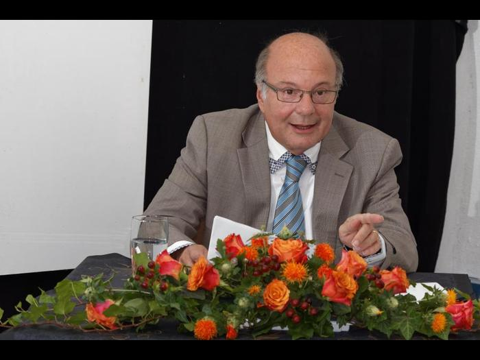 Julius-Franzot-praesentiert-im-Guntersblumer-Kulturkeller-neuen-Krimi-Die-Sekte-der-Skorpione